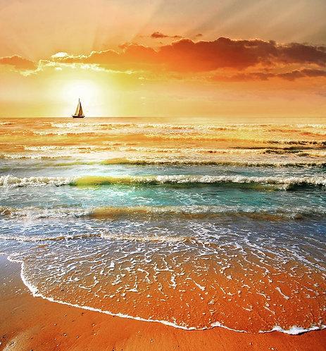Морской пейзаж с закатом и парусником