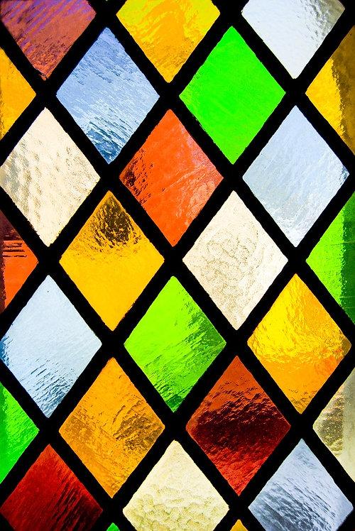 Витражное окно из цветного стекла