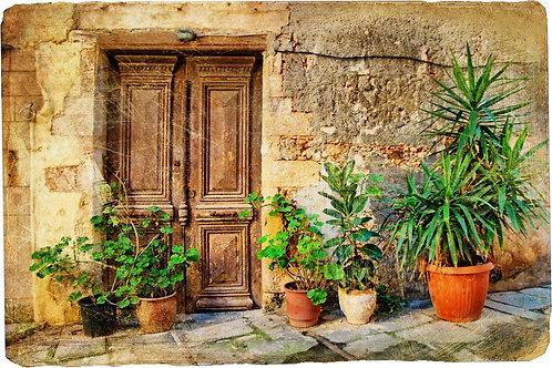 Старая живописная греческая дверь