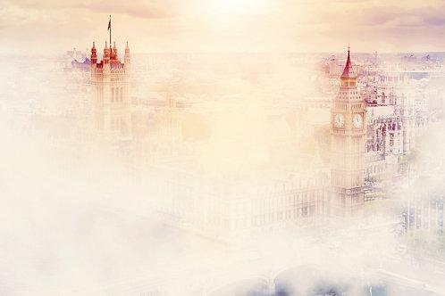 Биг-Бен Вестминстерского дворца в утреннем тумане - Лондон