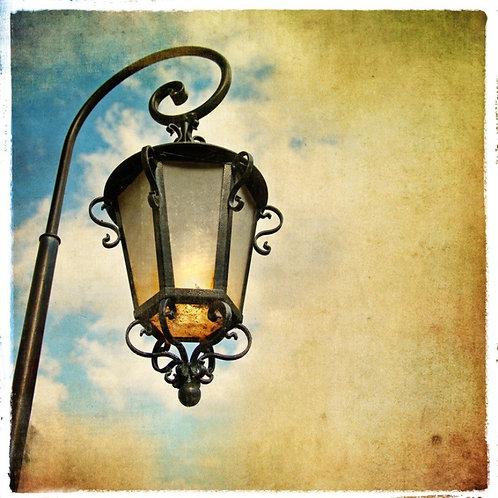 Старинный фонарь в стиле ретро