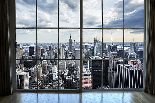 Вид из окна на городской пейзаж Манхэттена в Нью-Йорке