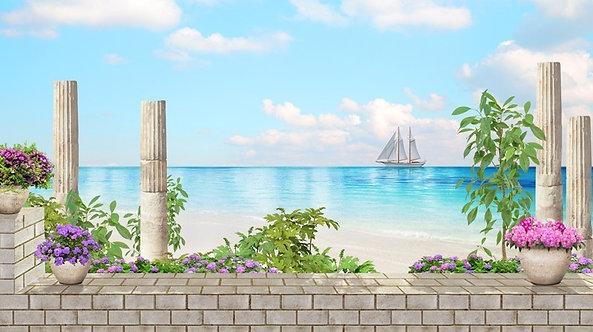 Вид на море и старые колонны с цветами