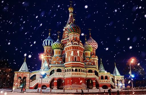 Храм Василия Блаженного в зимней снежной метели