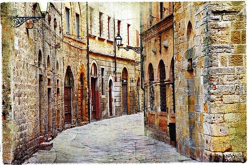 Улочка средневекового города в Тоскане - Италия