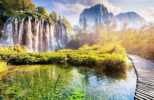 Водопад в национальном парке Плитвицкие озёра в Хорватии