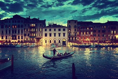Гранд-канал после заката в Венеции