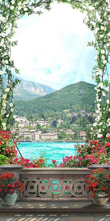 Вид на море с балкона с цветами
