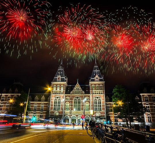 Впечатляющий фейерверк в Амстердаме