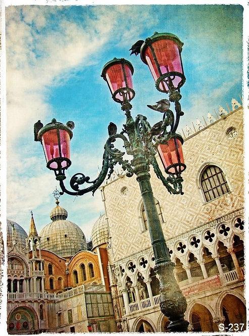 Венецианский уличный фонарь
