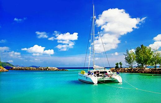 Тропический пейзаж с яхтой