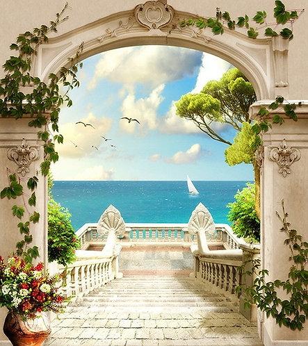 Вид с балкона на море через арку