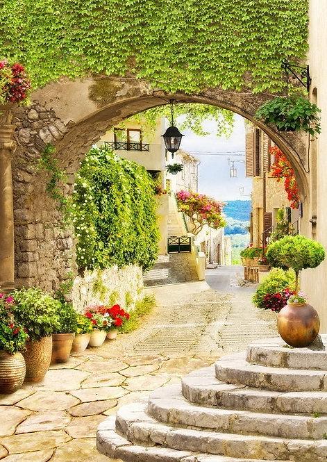 Фреска. Каменная арка. Фонарь. Цветы. Старая улочка, ведущая к морю