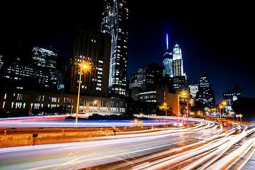 Бруклинский мост на Манхэттене и городские огни ночного Нью-Йорка