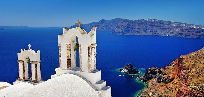 Красивый бело-синий остров Санторини