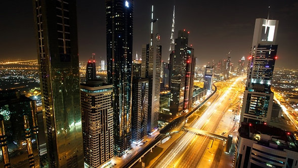 Вид на ночной Дубай с мечети шейха Зайда