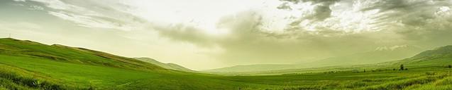 Панорамный горный пейзаж | #84406318