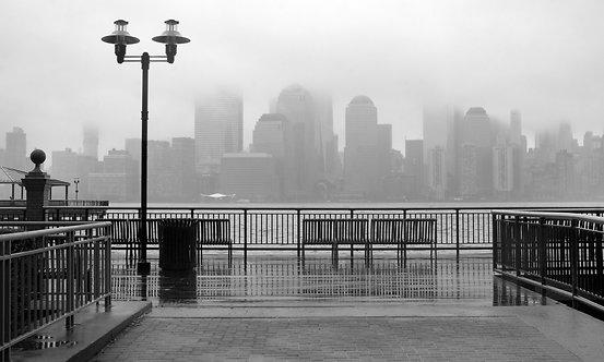 Черно-белый Нью-Йорк в дождливый день
