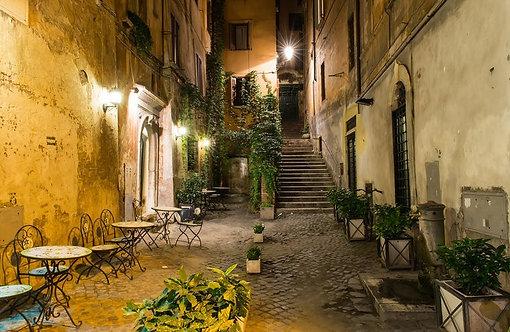 Старый дворик в Италии