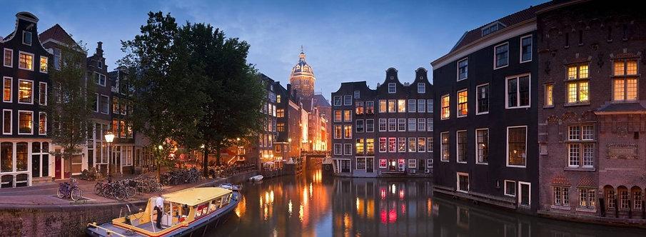 Живописные ночные иллюминации в Амстердаме