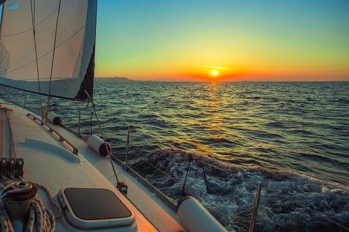 Парусный спорт во время заката на Эгейском море - Греция