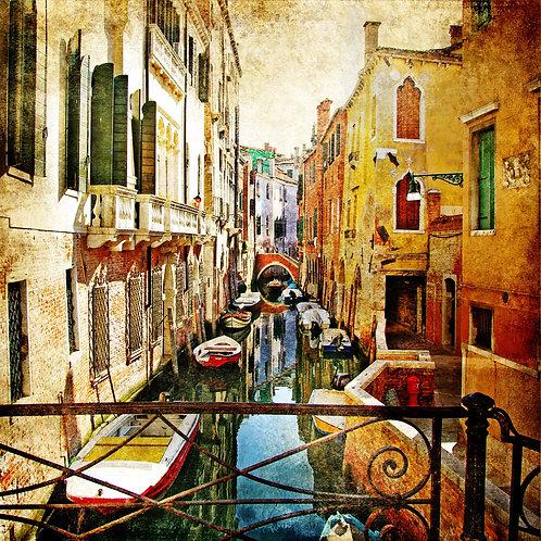 Венецианская улочка с лодками в винтажном стиле