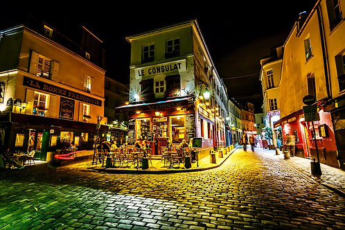 Парижское кафе в районе Монмартр