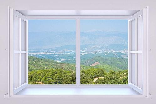 Вид из окна на зеленые холмы и долину