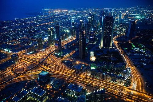 Городской вечерний вид с башни на Дубай