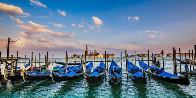 Гондолы на закате - Сан-Джорджио Маджоре, церковь Сан-Марко, Венеция, Италия | #327125720
