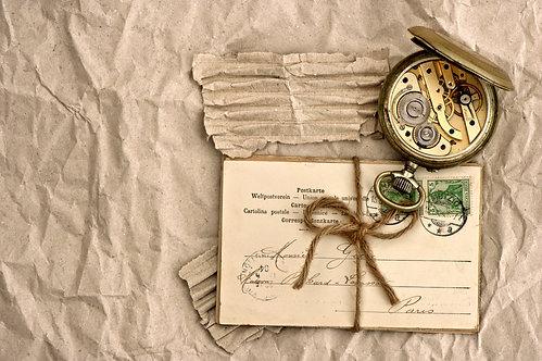Старые открытки и винтажные часы