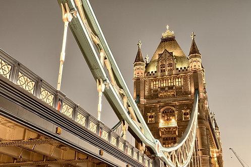 Потрясающий вид Тауэрского моста в вечернем Лондоне
