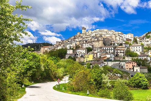 Город Кастель-дель-Монте в Италии
