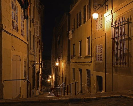 Главная лестница в историческом квартале Марселя во Франции
