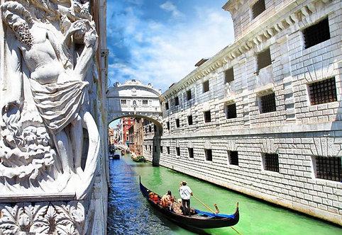 Венецианские гондолы и мост Вздохов