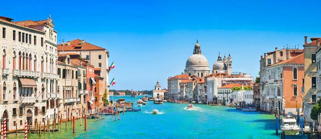 Панорамный вид на канал Гранде и базилику Санта-Мария-делла-Салюте в Венеции - Италия | #140884924