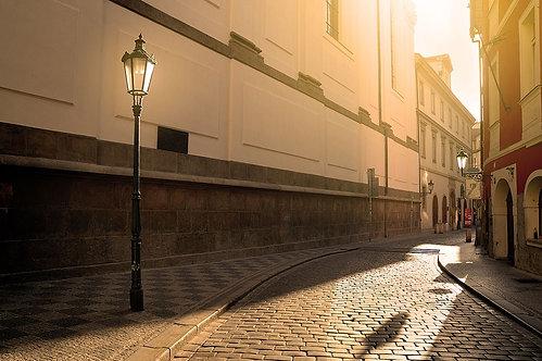 Солнечная улица в Праге