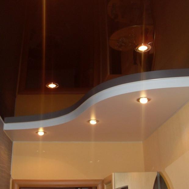 stretch-ceiling-hallway-two-level.jpg