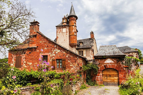 Красивый красный городок Коллонж-ла-Руж во Франции