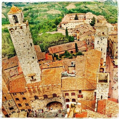 Башни средневекового итальянского города Сан-Джиминьяно