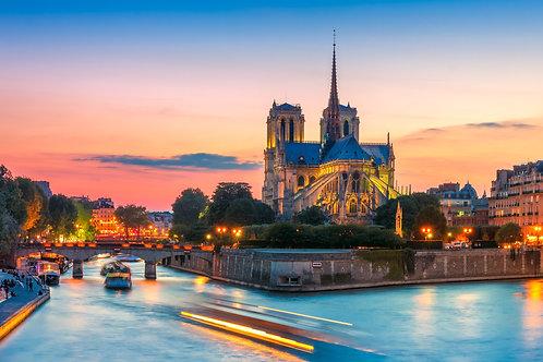 Живописный городской собор Нотр-Дам-де-Пари на закате - Париж