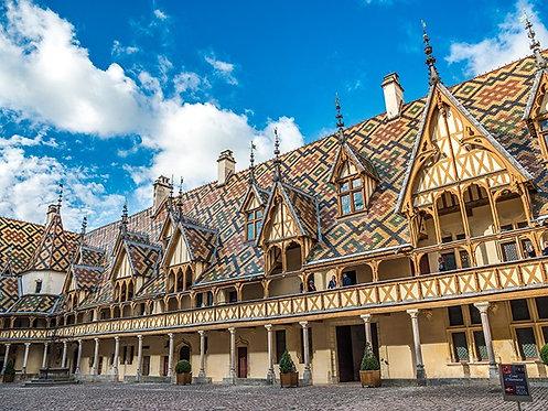 Внутренний дворик во Франции
