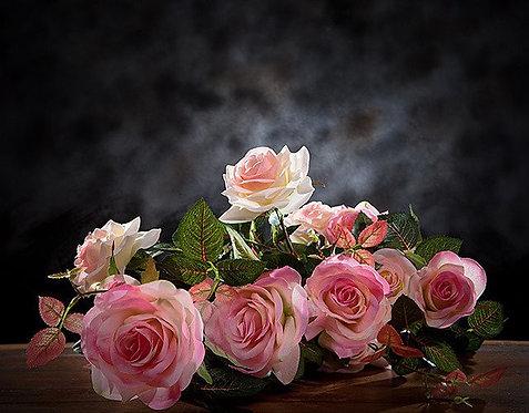 Натюрморт с букетом розовых роз