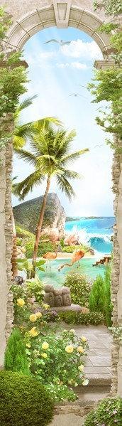 Древняя мраморная арка и фламинго в солнечный день