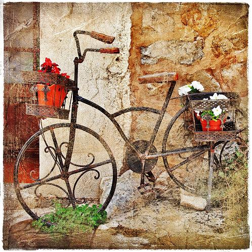 Ретро-велосипед на улице старого средиземноморского города