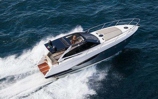 Скоростная моторная яхта