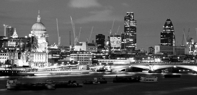 Черно-белый ночной Лондон
