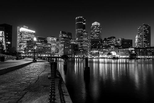 Черно-белая Бостонская гавань ночью