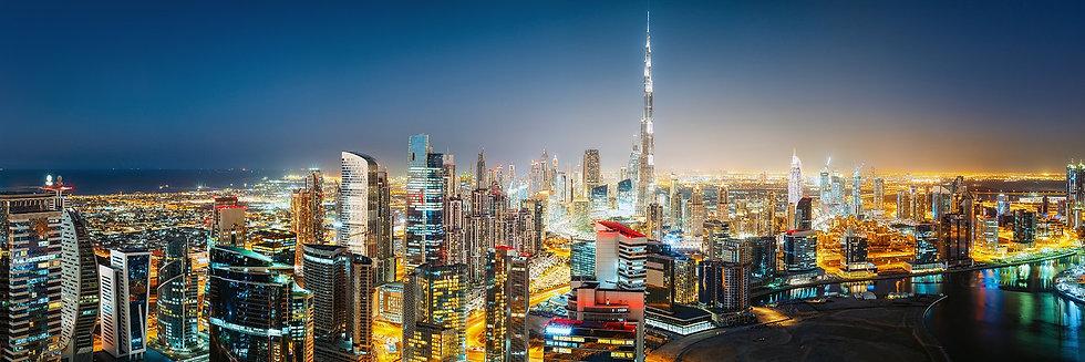 Панорамный вид ночного Дубая