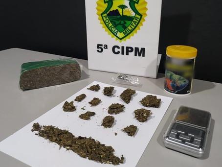 Após abordagem, policiais militares de Cianorte apreendem drogas na Av. Coruja